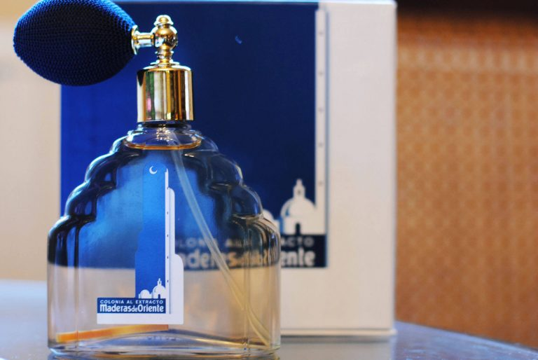 El prestigioso antiguo perfume maderas de oriente